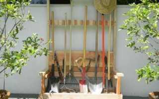 О хранении лопат и граблей в сарае: подставки, держатели, стойки своими руками
